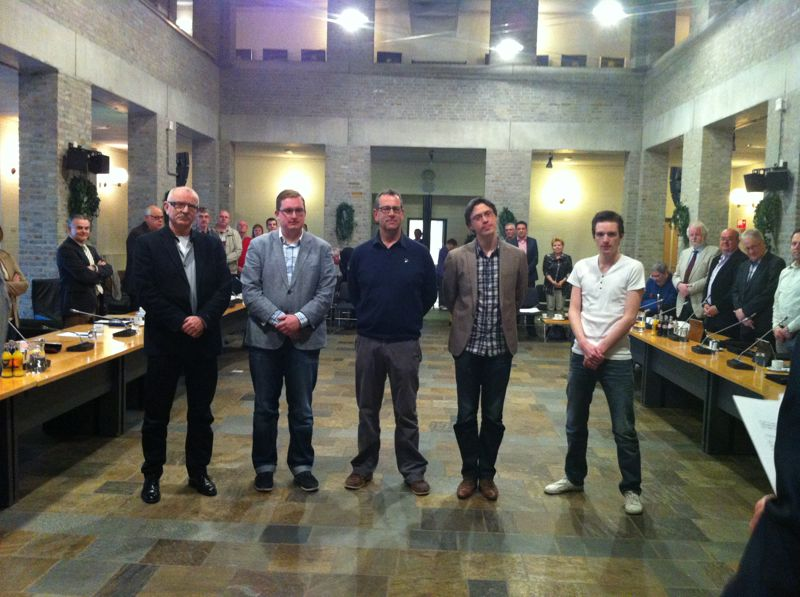 Vlnr: Johan Manders, David (VVD), André van Wijk, Pieter de Bruijn en Vincent Timmermans (PvdA)